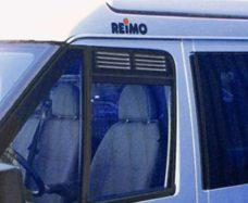 Ventilyatsionnaya reshetka na dver kabiny Ford s 2000 g a takzhe 2006 g