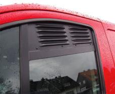 Ventilyatsionnaya reshyotka dlya dverej kabiny Ford Custom Tourneo Custom ab 01 2013 1