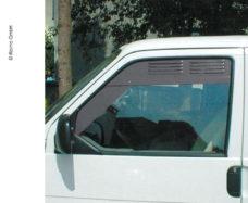 Ventilyatsionnaya reshyotka dlya dverej kabiny dlya VW T5 T6 standartnogo varianta