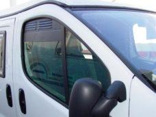 Ventilyatsionnaya reshyotka dlya dveri kabiny Renault Trafic Opel Vivaro