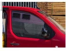 Ventilyatsionnaya reshyotka dlya kabiny Citroen Jumpy Peugeot Expert c 2016