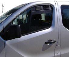 Ventilyatsionnaya reshyotka dlya kabiny Renault Trafic Opel Vivaro s 2014 goda 0