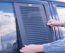 Ventilyatsionnaya reshyotka dlya ventilyatsii salona Opel Movano B so storony voditelya i passazhira