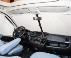 5 ZHalyuzi na lobovoe steklo REMIfront IV dlya Ford Transit Customs 2012 goda