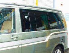 22 VW T5 Originalnoe razdvizhnoe okno so storony voditelya okno furgona T5