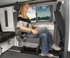 15 Avto Sidenie Eurositz A400 s integrirovannym trehtochechnym remnyom