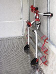 79 Velokreplenie dlya zadgnego garazha kempera Carry Bike Garage Standard na 2 velosipeda